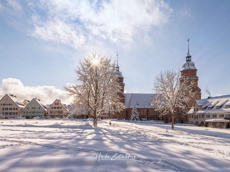 Gegenlichtfoto der Stadtkirche Freudenstadt im Winter